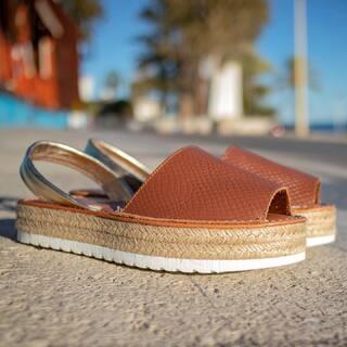 Pasea con @c_ortuno   #menorquinas #avarcas #abarcas #shoes #sandalias #hechoenespaña