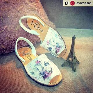 Desde @avarcasrd • • • • • • 💕 . #avarcas #calzado #menorquinas #paris