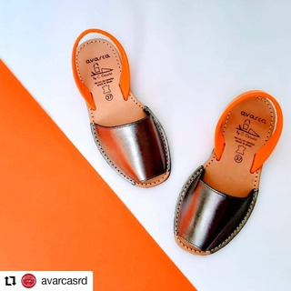 #Repost @avarcasrd • • • • • • Gris plomo con naranja NEON 🧡 . #coloresneon #naranja #influencer